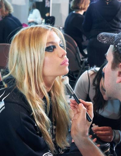 Versace-backstage-feb-2017-37